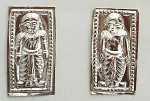 Idols of Female and Male for Ancestor's Worship